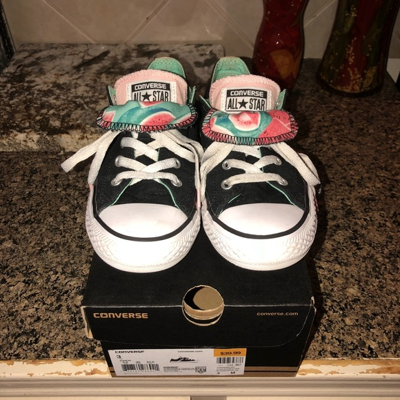 Double tongue watermelon converse youth size 3